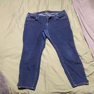 Cute plus size zipper jeans!